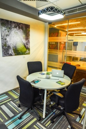4 Seater Meeting Room in DLF Cyber City